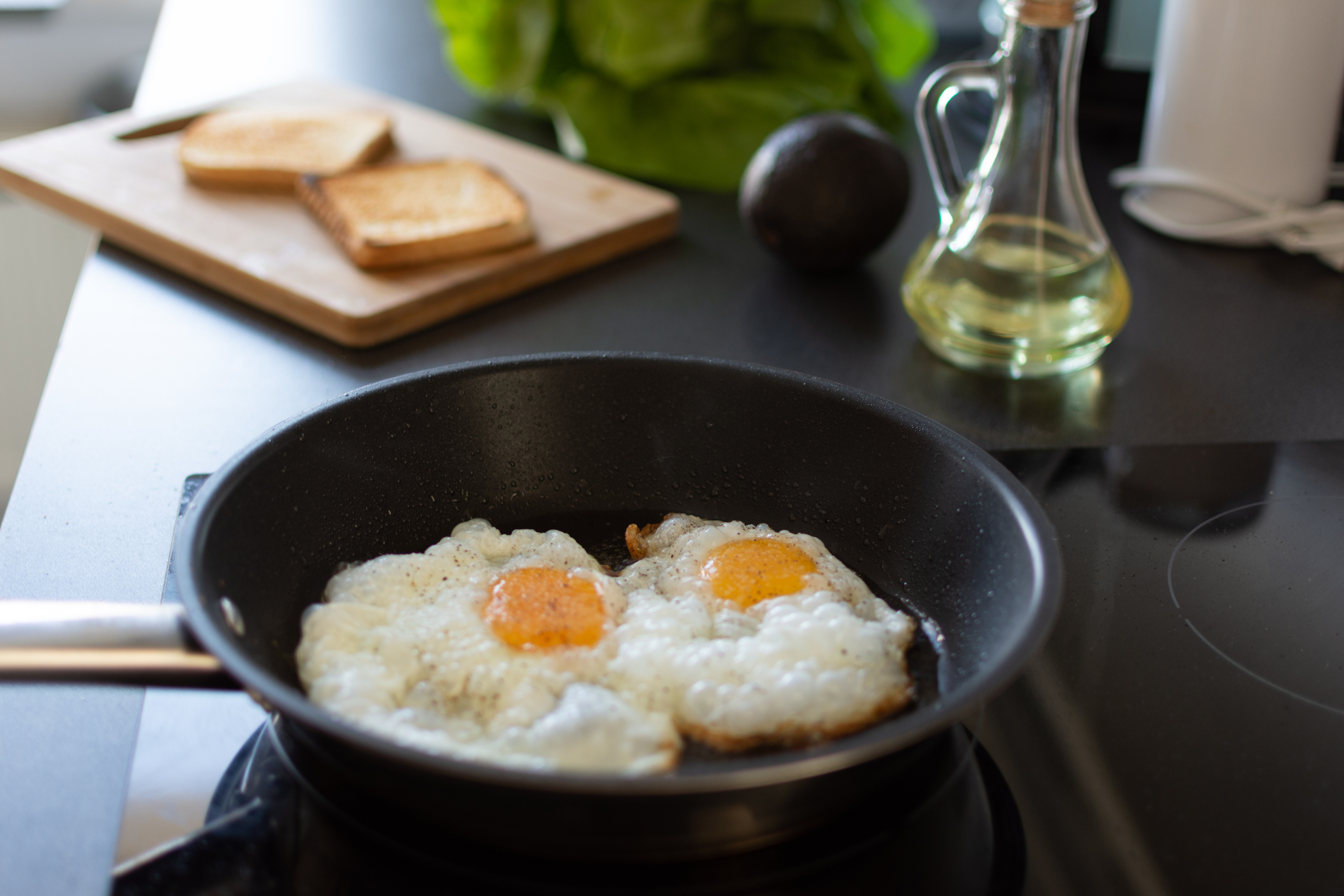 making eggs on a induction cooktop