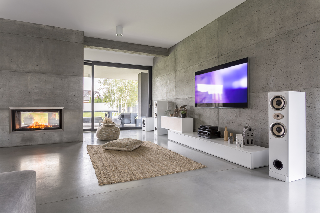 Tv living room with hi-fi speakers, window, fireplace and concrete wall effect