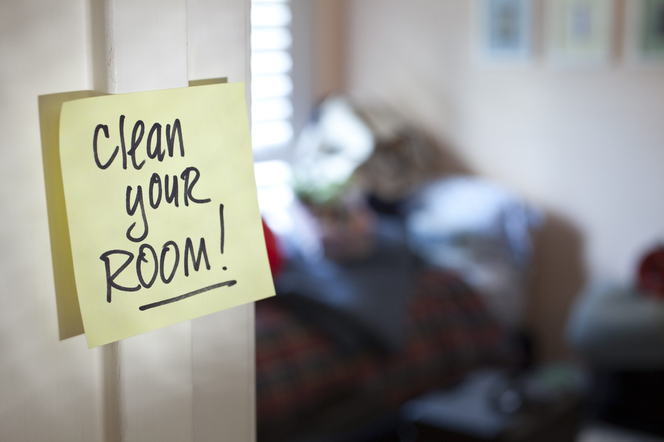 yellow sticky note reminder to clean your room