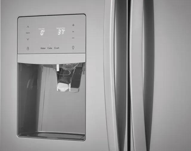 External water dispenser on Frigidaire FGHB2868TF French door refrigerator