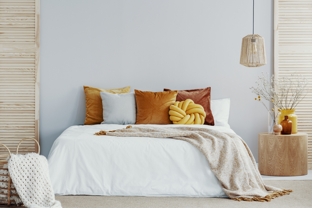 7 Bed Accessories To Stylize Your Bedroom For Fall Sav Mart
