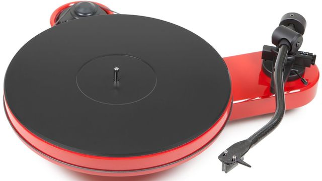 Pro-Ject RPM Line High Gloss Red Manual Turntable-RPM 3 Carbon-RD