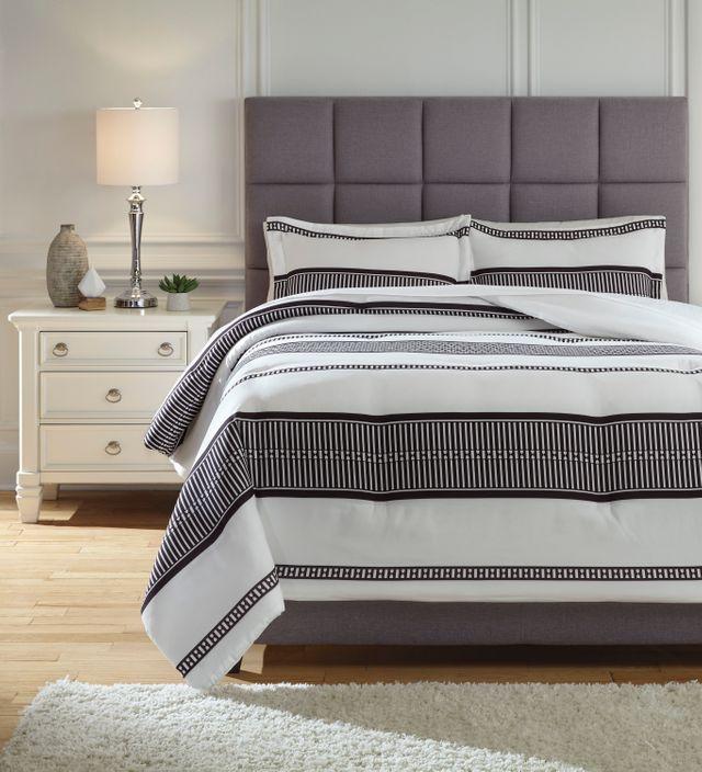 Signature Design by Ashley® Masako Black/White Queen Comforter Set-Q293003Q