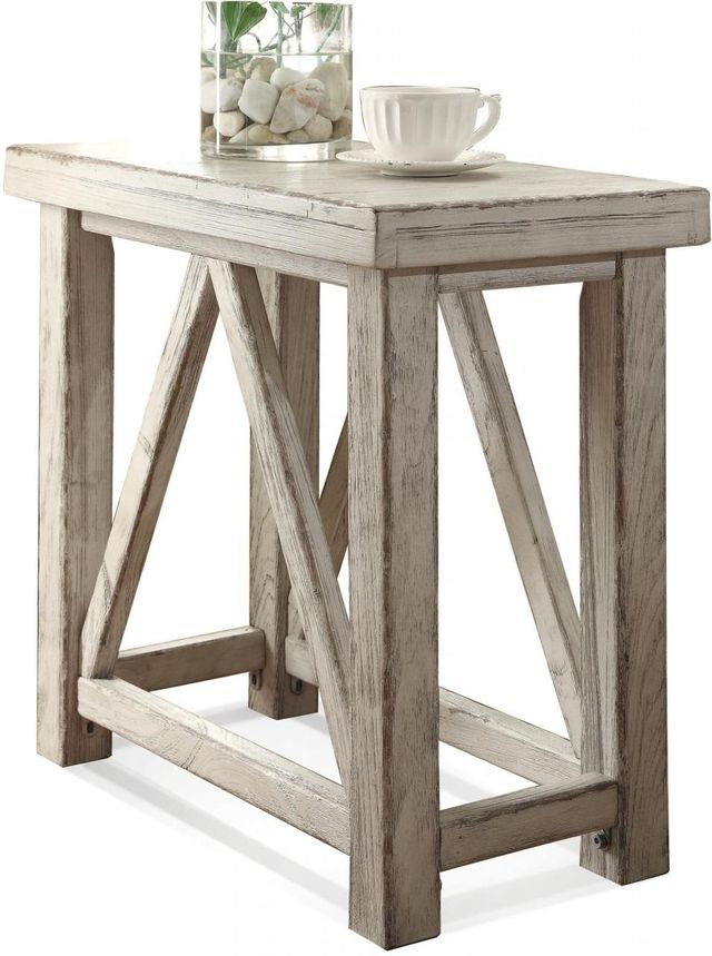 Riverside Furniture Aberdeen Chairside Table-21212