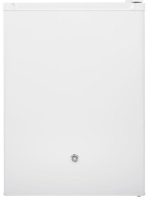 Réfrigérateur compact de 24 po GE® de 5,7 pi³ - Blanc-GCE06GGHWW
