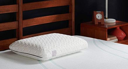 Oreiller sur un lit